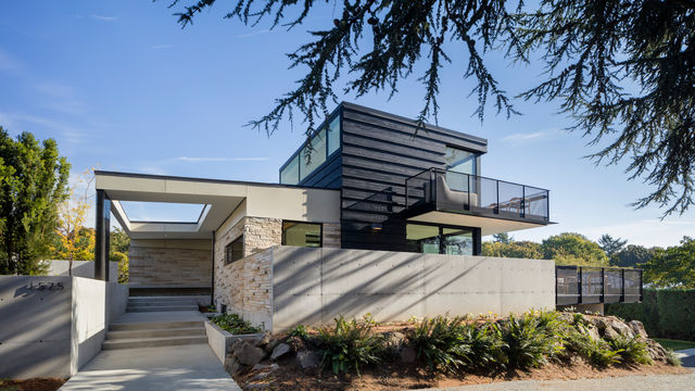 Exterior view of MINIMAL Glass + Door project home in Seattle.
