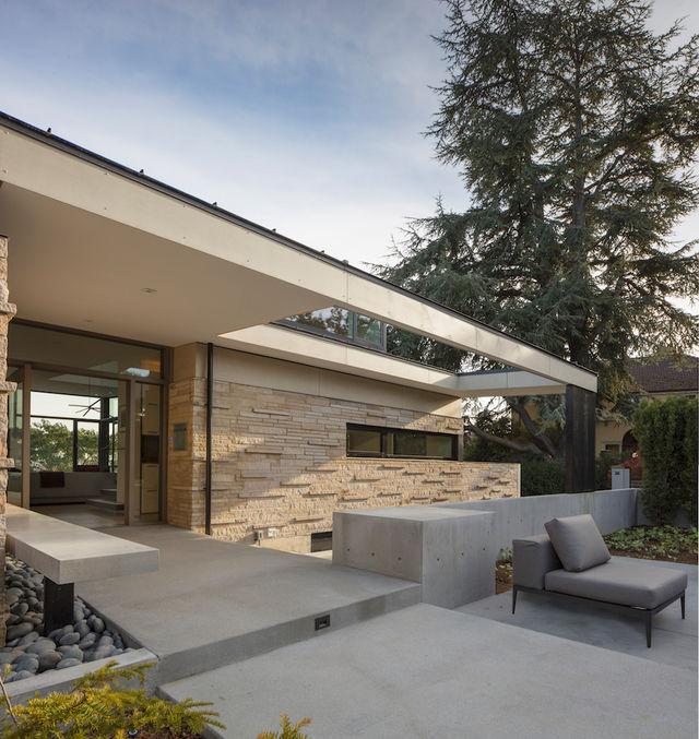 Back yard of modern Seattle home.
